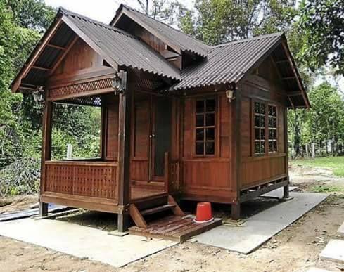 Rekabentuk Esklusif Rumah Rumah Kampung Yang Tampak Cantik Dan Menarik Azlan Rumadi Tiny House Design House House Design