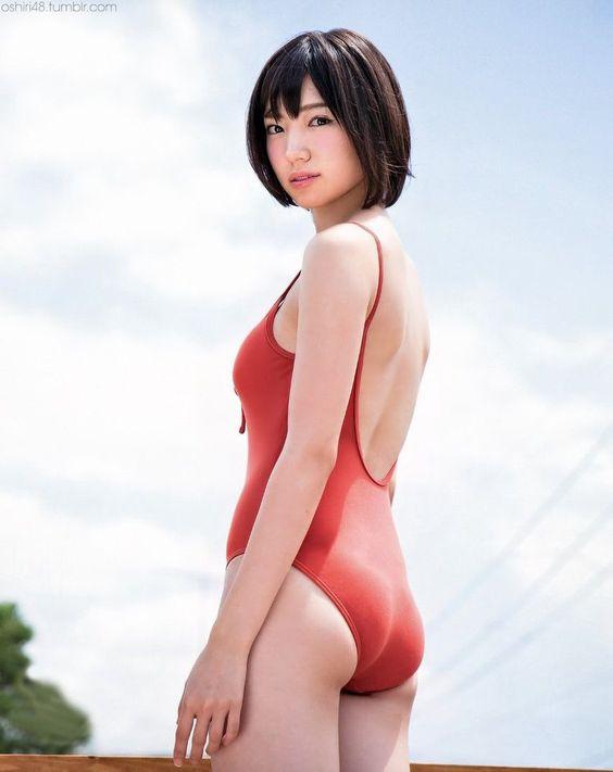 赤い水着の太田夢莉