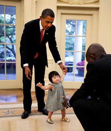 barack obama being adorable with adorable child click on link for more adorableness barak obama oval office golds