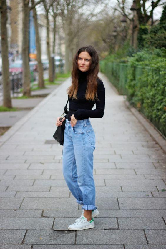 Turtleneck + Mom jeans + long hair + white sneakers