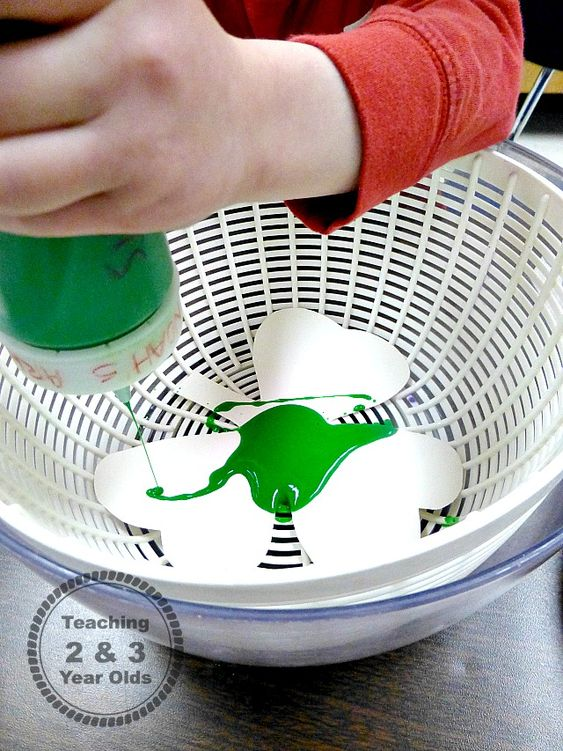 St. Patrick's Day Ideas - spin artTeaching 2 and 3 Year Olds