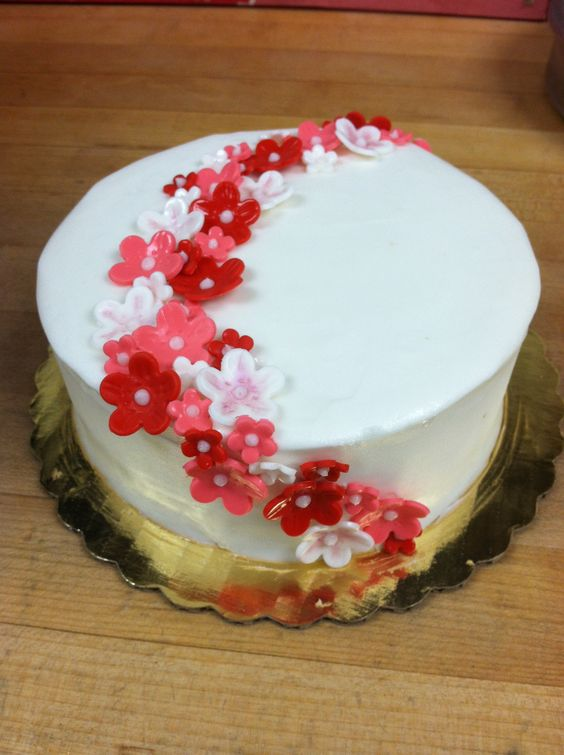 Simple flower cake things i ve made Pinterest Flower ...