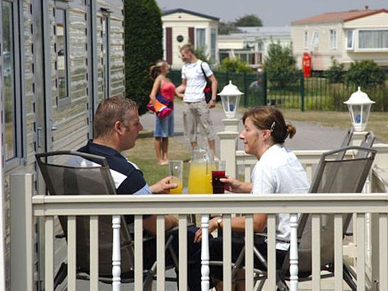 Holidays and caravan breaks at Sunnydale Holiday Park in Lincolnshire with Park Resorts