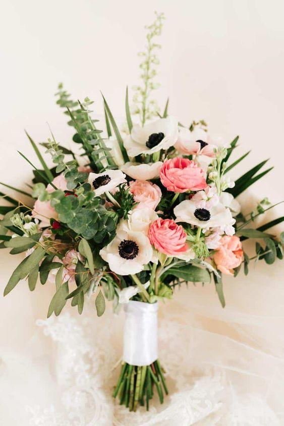 save-dont-splurge-anemone-ranunculus-rose-bouquet