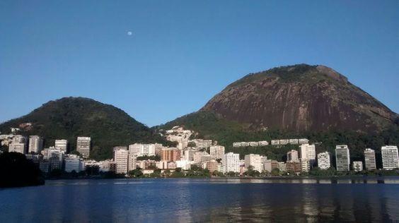 """O Rio de Janeiro faz jus ao apelido de cidade maravilhosa, e a Lagoa Rodrigo de Freitas é a prova disso. Com uma enorme área de lazer, onde os visitantes podem fazer caminhadas, exercícios físicos, ou praticar algum esporte nas quadras esportivas, a lagoa é um dos lugares preferidos dos cariocas e turistas. Com uma...<br /><a class=""""more-link"""" href=""""https://catracalivre.com.br/rio/rede/gratis/esporte-lazer-e-diversao-na-lagoa-rodrigo-de-freitas/"""">Continue lendo »</a>"""