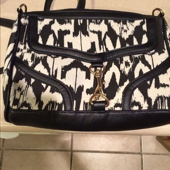 Black & White Croosbody I recently purchased this off here. There is nothing wrong with it just not what I was looking for. Asking only what I paid so price is firm. Bags Crossbody Bags
