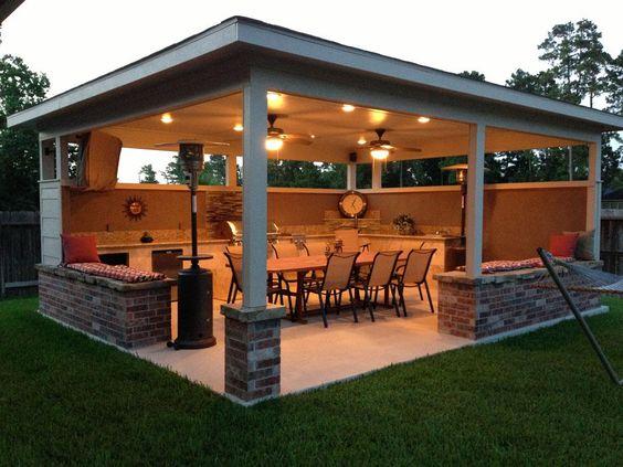 Love this backyard kitchen!!