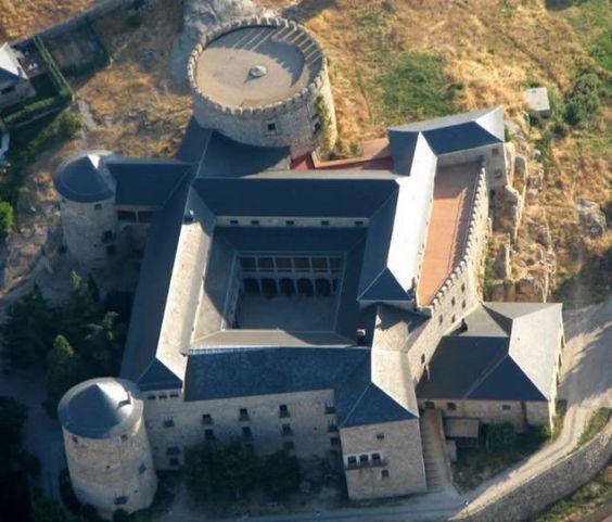 Castillo Palacio de Las Navas del Marqués On by Pedro Mª Vargas