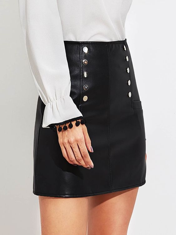 20 Mini Skirts That Will Make You Look Great outfit fashion casualoutfit fashiontrends