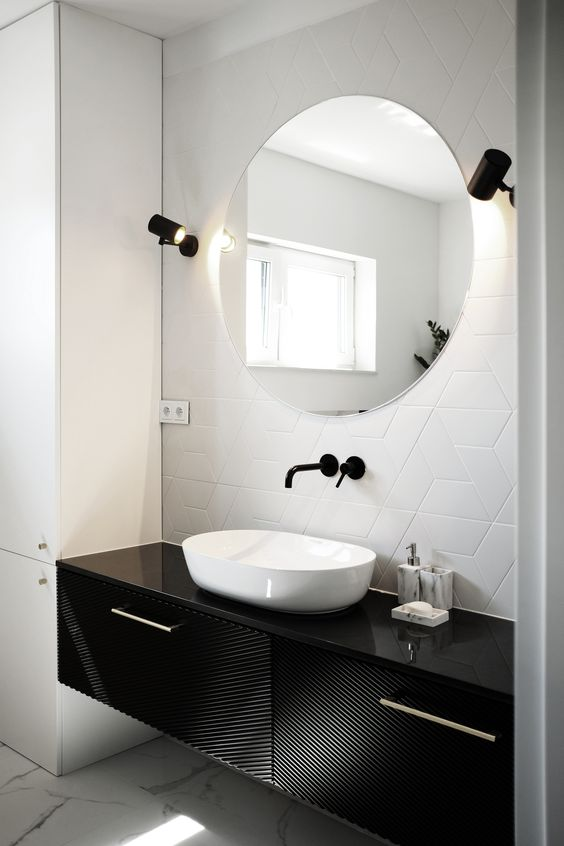 ZJAWA - bathroom walls covered with trapezoidal porcelain tiles from the Trapez collection by Tonalite