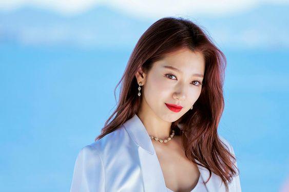 South Korean Actress & Singer Park Shin Hye Age, Movies, Biography