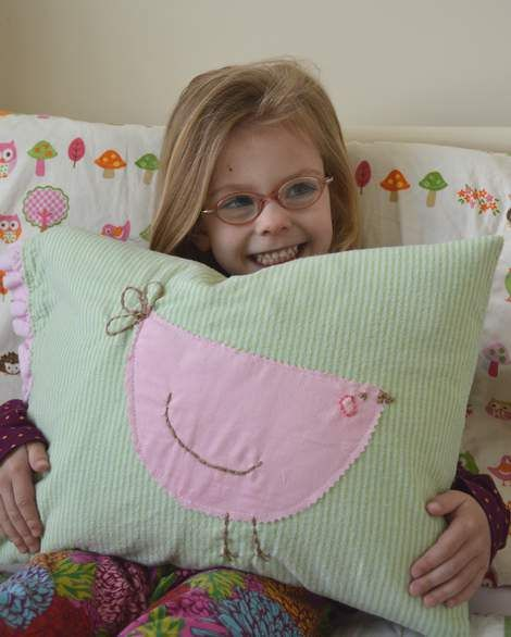 BIRDS OF A FEATHER {SIMPLE DIY EMBROIDERED PILLOW}