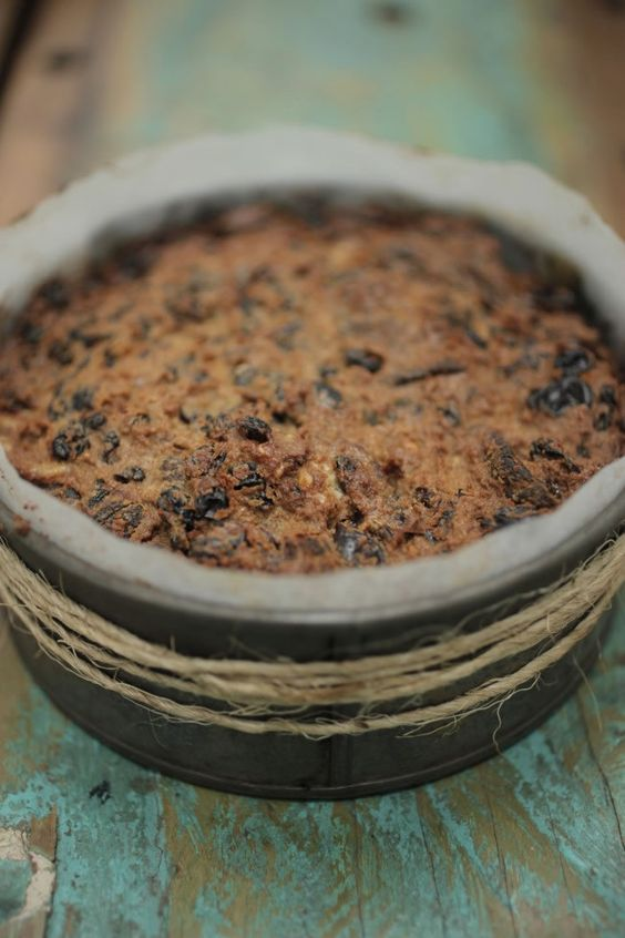 LOW CARB Christmas cake :) 600 g mixed dried Fruit or a  mix of the following (raisins, prunes, figs, apricot, currants, sultanas, dates) 1 teaspoon ground cinnamon 1 teaspoon vanilla bean extract or paste 1/4 teaspoon nutmeg zest and juice from 1 orange 3 tablespoons olive oil 3 eggs 200 g (2 cups) ground almonds 50 g walnuts