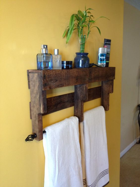 Pallet towel rack shelf bathroom diy wood pallet for Pallet bathroom ideas