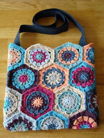 flower bag. Beautiful colours! Crochet Pinterest Beautiful ...