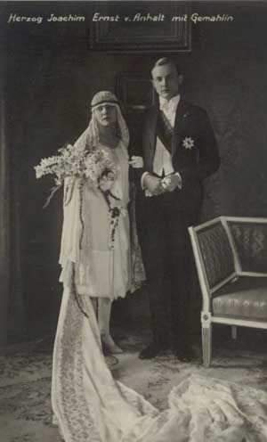 October 15, 1929 - Duke Joachim Ernst of Anhalt and Edda Charlotte von Stephani, a former moving picture actress