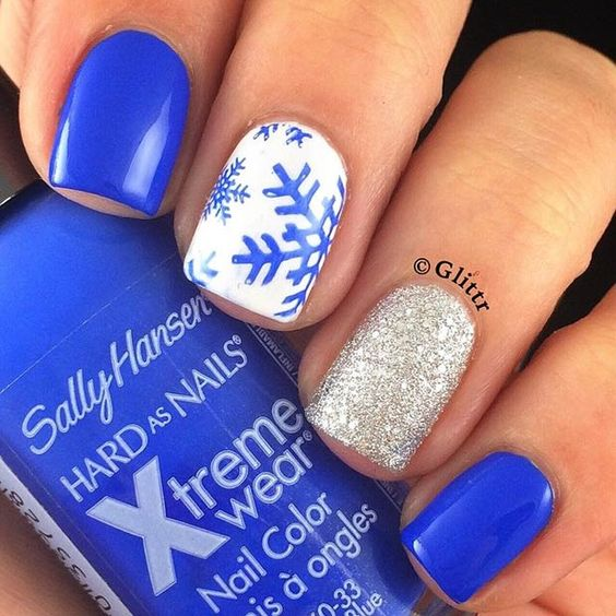 Blue Snowflakes + Gold Glitter Accent Nail