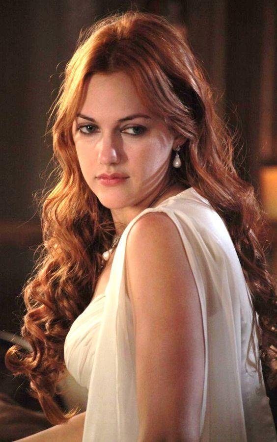 Meryem Uzerli Nude Photos 24