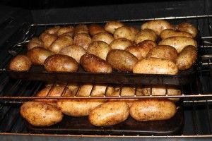 Restaurant Baked Potatoes for a Crowd {DIY Bar) |