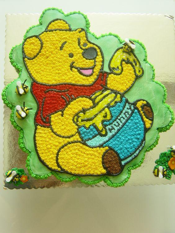 Gorgeous Winnie the Poo cupcake cake: