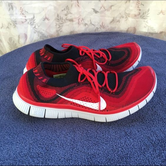 Men's Nike Free Fly Knit shoes Like New! Great for casual wear as well as running. Men's size 11 but Nike runs small so fits 10 or 9.5. Nike Shoes Athletic Shoes