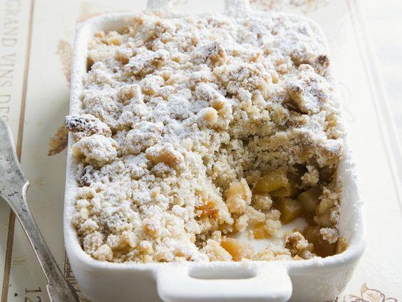 Ganz einfach zuzubereiten und ein echtes Geschmackserlebnis: Apfel-Crumble - smarter - Kalorien: 480 Kcal - Zeit: 35 Min.   eatsmarter.de
