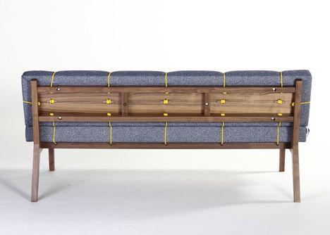 Bungy Sofa par Leala Dymond
