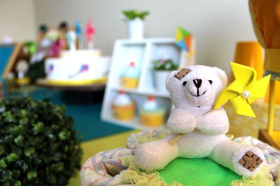 Avec des montgolfières, cerfs-volants et des tourne-vents, la thématique rêve d'enfant pour un shower de bébé . Trésor de fêtes - Sherbrooke (QC) www.tresordefetes.com