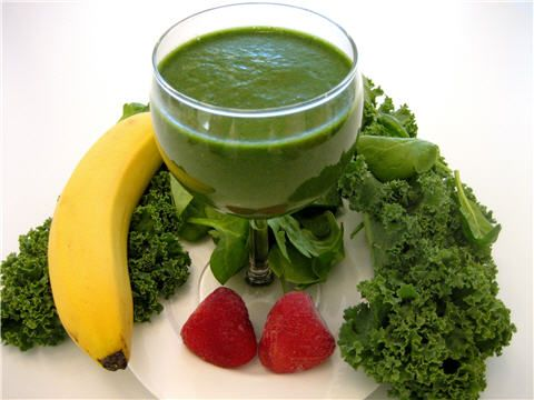 Banana+Kale+Strawberries+Baby Spinach. Unbelievably yum, especially if you add almond milk and ground flaxseed.