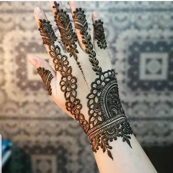 Trendy Mehndi design