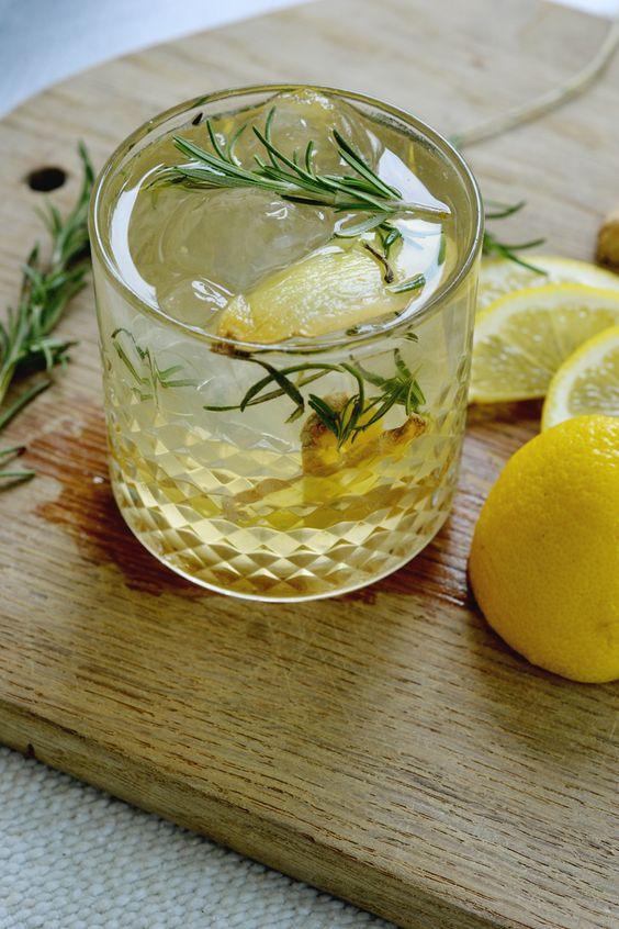 Rosemary lemon ginger gin cocktail ginger beer gin and for Cocktail ginger beer