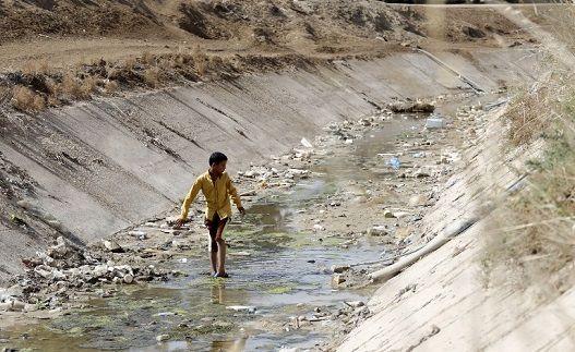 مقام های عراقی ایران را به سدسازی و تغییر مسیر و کاهش جریان آب رودخانه بر خلاف مقررات بین المللی متهم می کنند ترکیه نیز با آغاز ذخیره سازی آب سد ایلیسو بغداد و