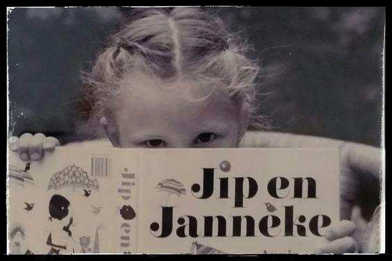 Zomer vakantieboeken top -11 Voorleesboek: Jip en Janneke, Annie M.G. Schmidt. Een mooier voorleesboek bestaat er niet. Al tientallen jaren een inspiratie voor jong en oud. Eindeloos uit voorgelezen tot Roos het zelf ging lezen. #Vakantieboeken #tips #slapenopjetenen #henkgodthelp #auteur #boek #schrijver #schrijven #overeenmandieeenanderwildezijn #roman #fotografie #literatuur #uitgever #uitgeverij #uitgeverijhulde #hulde #huldehenk #amstelveen #vriendschap #humor #verdriet #filosofie…