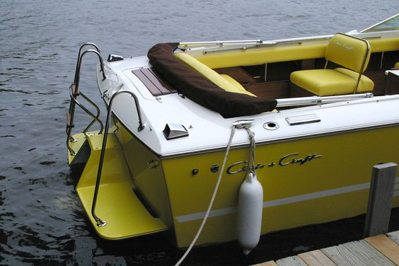 Two signature features of the Chris Craft 23 Lancer Overnighter; fiberglass swim platform w foot ladder, and the flip-flop seat backs for facing forward or astern. Nice.