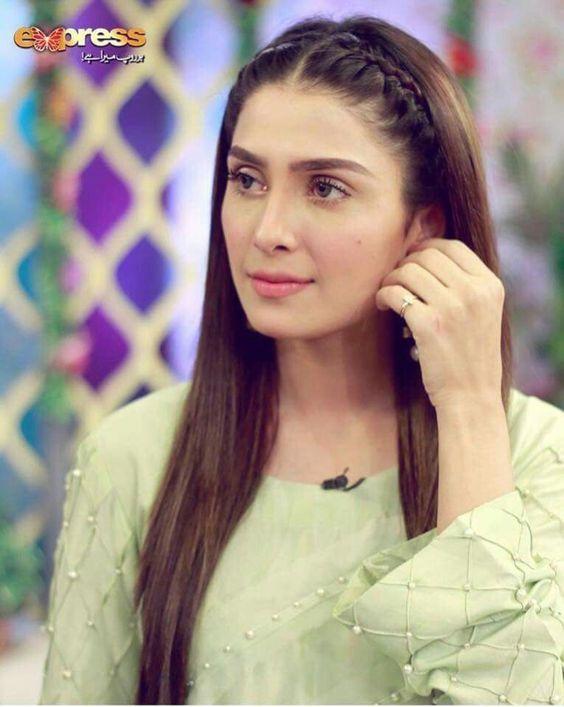 Pin By Amna On Hairstyles Pakistani Actress Hairstyle Actress Hairstyles Mahira Khan Dresses