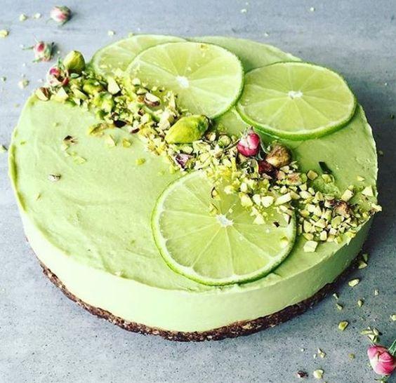 Sommerleicht und oberfruchtig. Diese Kuchen sind easy gerührt und ganz schnell im Mund.