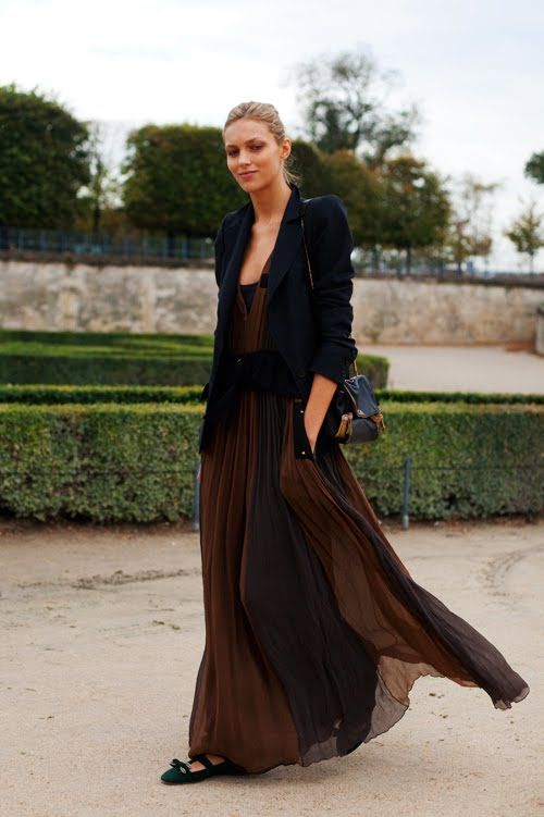 looooongness is in and I love the soft flowness of this dress and long jacket...and black at that!!