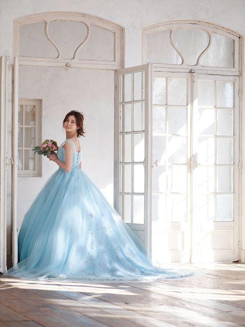 押切もえ花束持って可愛いドレス姿