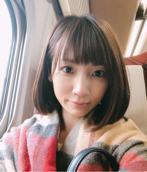 内田敦子飛行機の中で自撮り笑顔画像