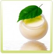 Si sientes la piel reseca y áspera, esta es la crema ideal para tí, porque contiene Aceite de Aguacate, rico en proteínas y vitaminas A, B, D , H , K, P y E. Es un aceite penetrante que nutre e hidrata, reduciendo las manchas solares y funcionando como una pantalla solar