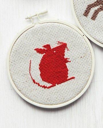 Mouse, free pdf pattern from Martha Stewart - també hi ha un gat, un moixó i un peixet.