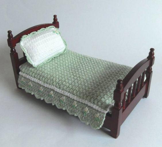 Dollhouse Miniature Bedspread and Pillow Crochet by MiniatureJoy
