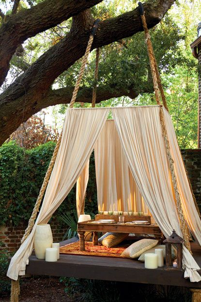 Make A Pallet Bed Use Outdoor Waterproof Fabric For The Curtains Maybe A Polypropylene Top A