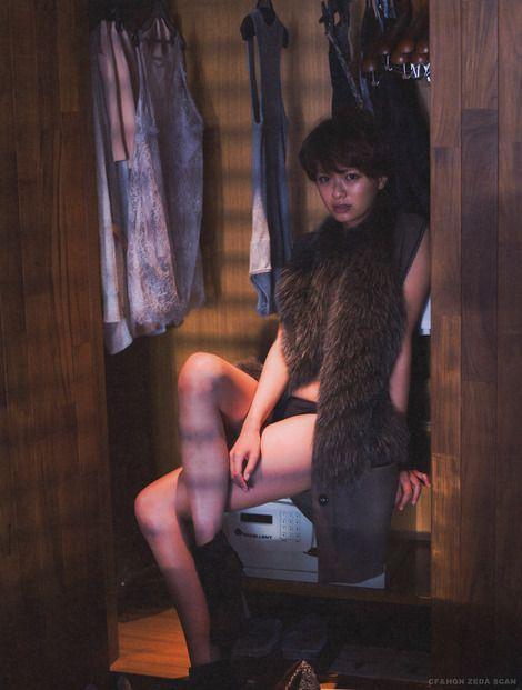 榮倉奈々かっこいい水着と服の画像