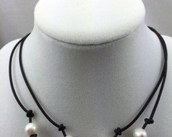 Cuero y perlas martillado plata esterlina lariat por IseaDesigns