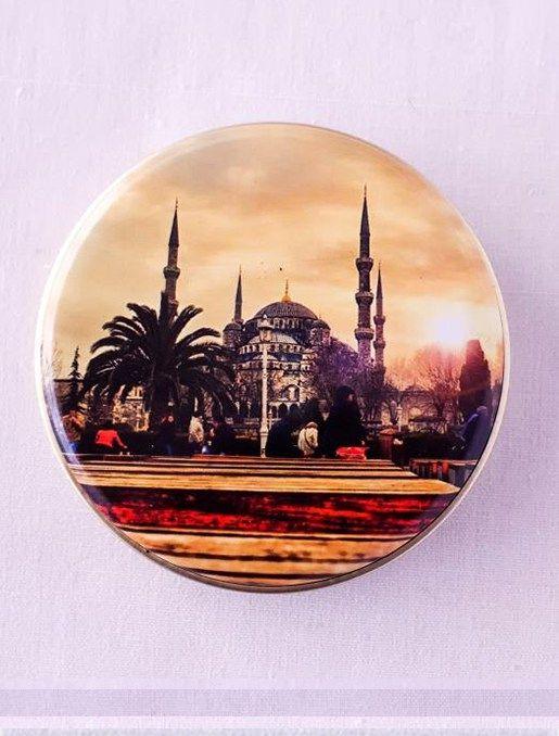 Sultanahmet Camii Desenli Kutulu Doğal Sabun Alternatif desenlerle birlikte metal kutu içerisinde sunulan doğal sabunlar hem hediyelik olarak kullanılabilir