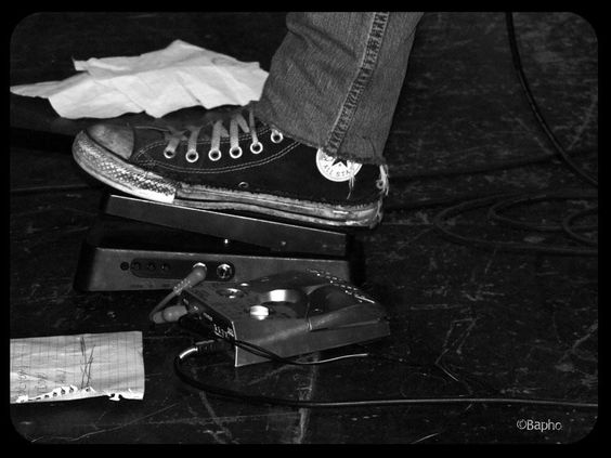 Kurt Cobain Endorsement Converse Sneaker   Tentures