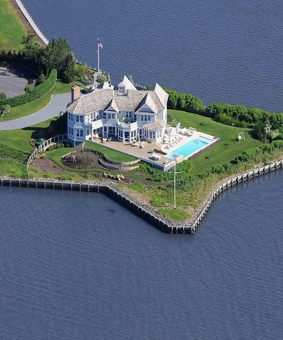 Prestigious real estate flats for sale to find out and for Hamptons luxury real estate