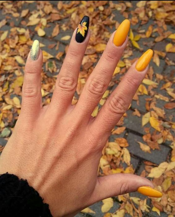 50 Fall Nail Art Ideas And Autumn Color Combos To Try On This Season Hike N Dip Fall Nail Art Designs Fall Nail Art Fall Leaves Nail Art