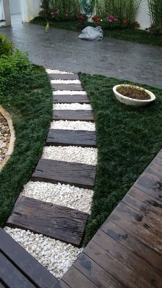 Decora Tu Jardin Con Un Camino De Piedras Jardines Paisajismo De Patio Senderos De Jardin